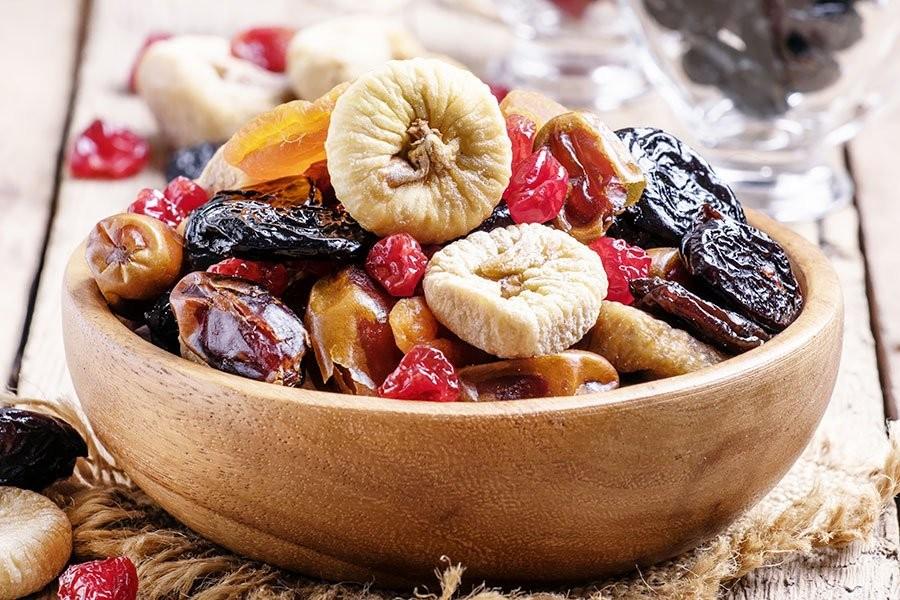 una ciotola colma di frutta secca