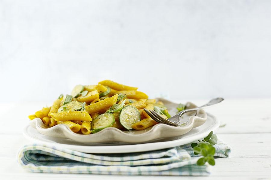 ricetta penne integrali con zucchine e curcuma