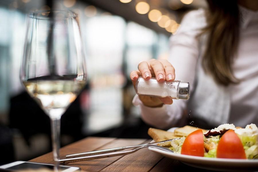 ridurre il sale nei pasti
