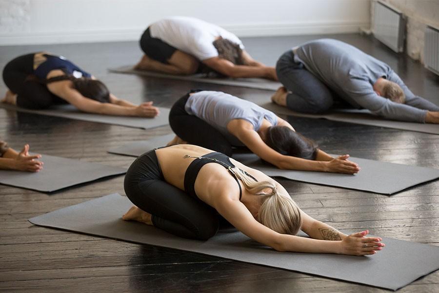 Esercizi base di yoga